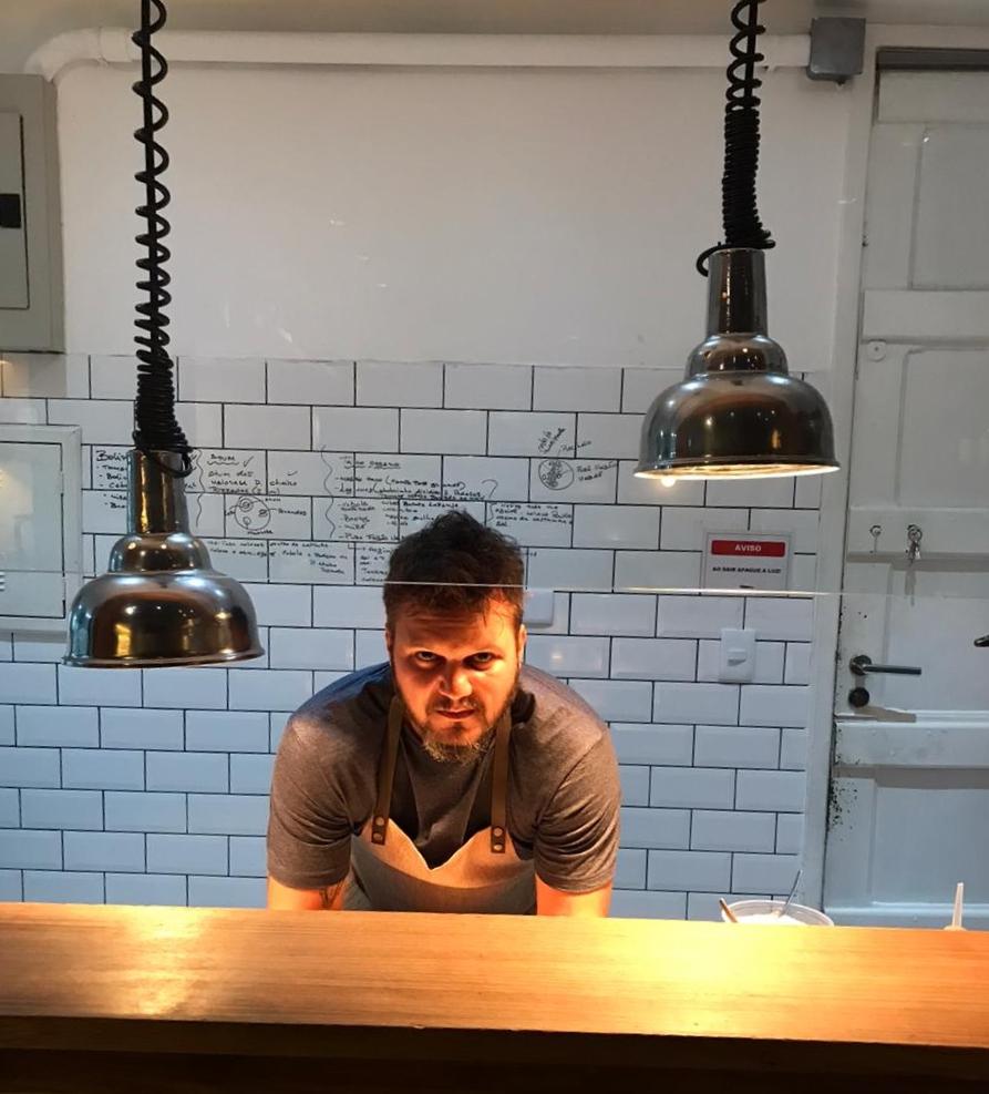 Leo Gonçalves, chef e proprietário do restaurante O Mar Menino, abriu novo negócio em meio à pandemia
